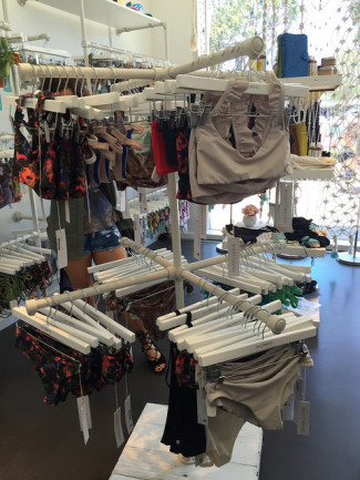 X-style Free-standing Clothing Rail-Ideal for Retail