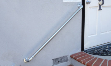 Wall mounted handrail for steps