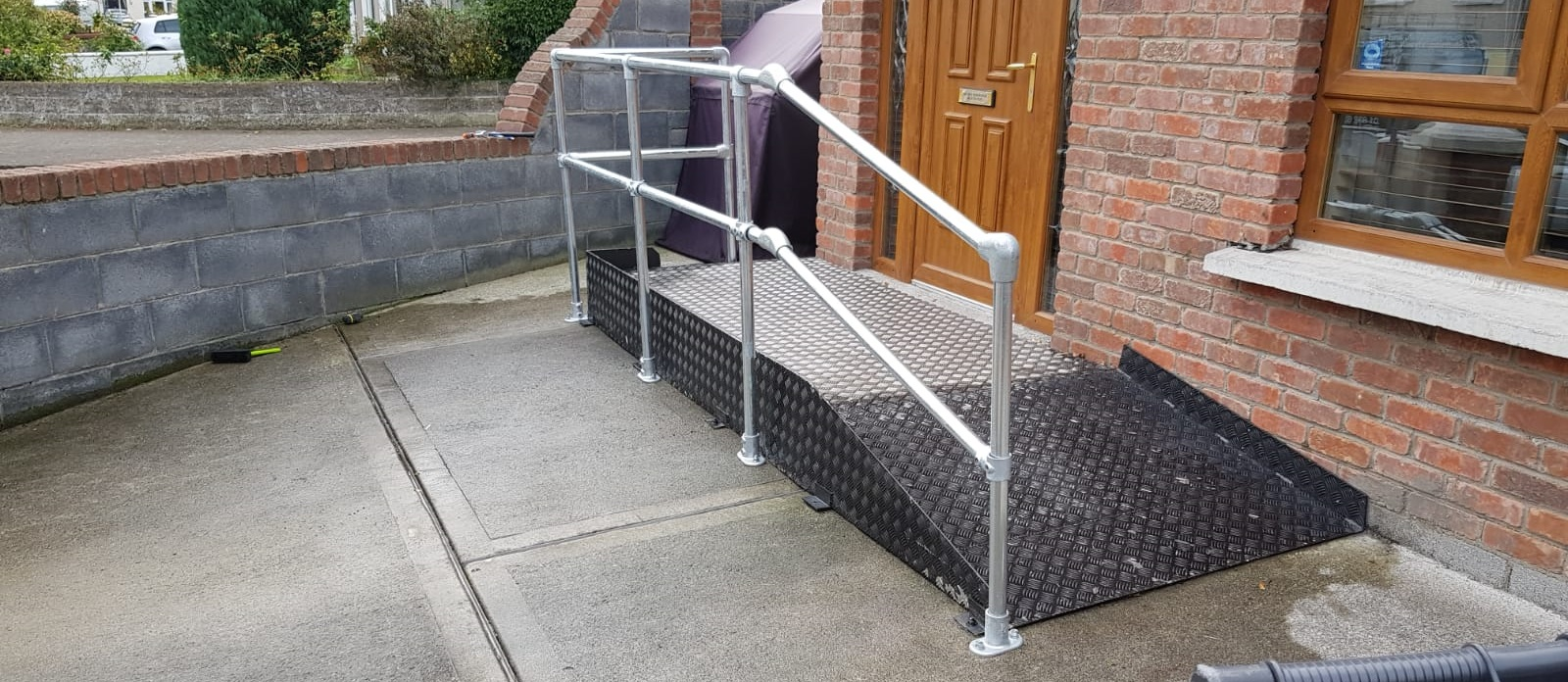 wheelchair ramp handrail